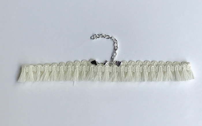 whitefringechoker